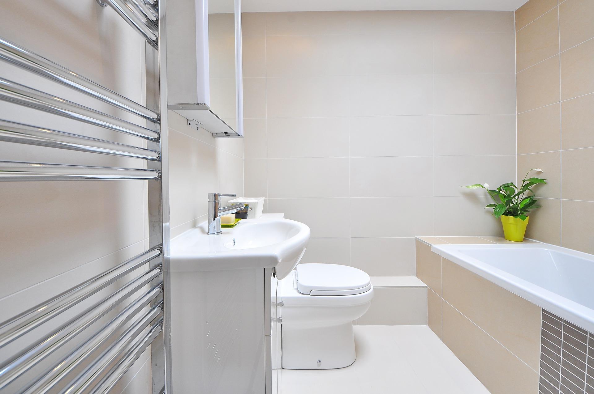 كيفية التنظيف العميق لحمام منزلك